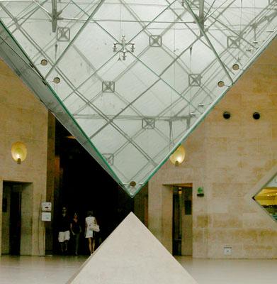 032_louvre_piramide