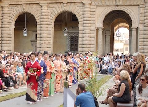 Kimono_show_2_cc_c_rr